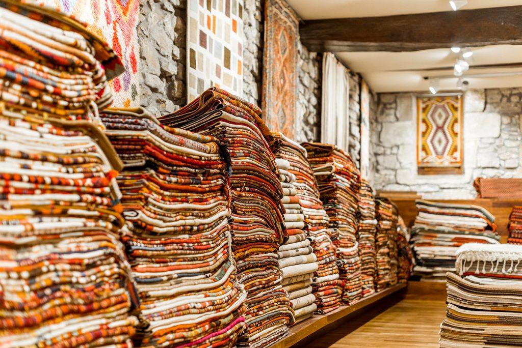 Alfombras del mundo en la tienda especializada Nómada, San Sebastián.
